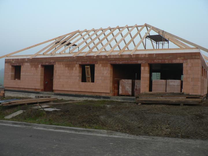 Střecha - První trámy