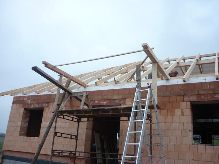 Střecha - přední přístřešek nad hlavní vchod