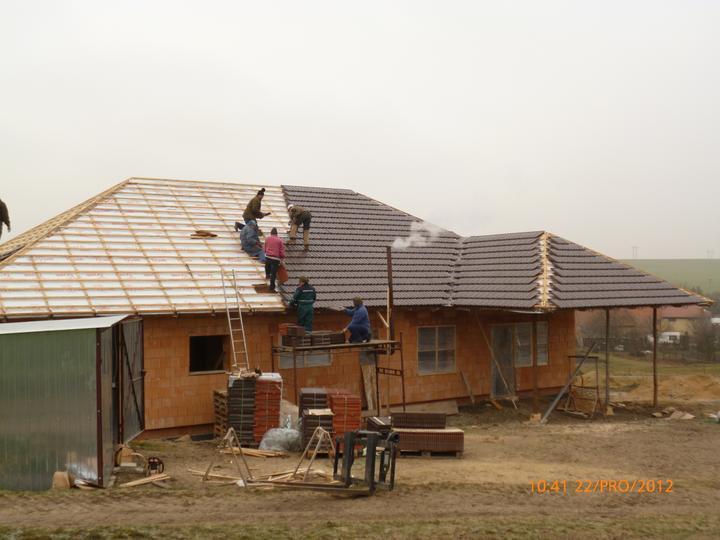Střecha - už se valí....
