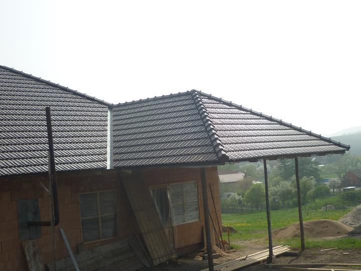 Střecha - Už to vypadá jako hotová střecha ;-)