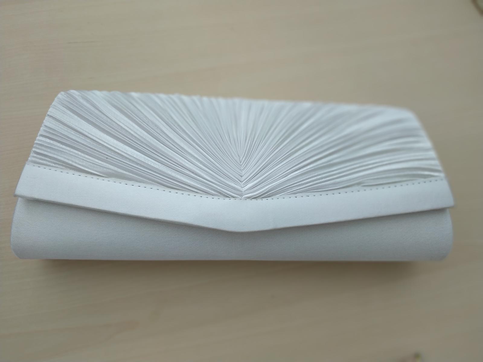 Saténová kabelka bílo/stříbrná - Obrázek č. 1
