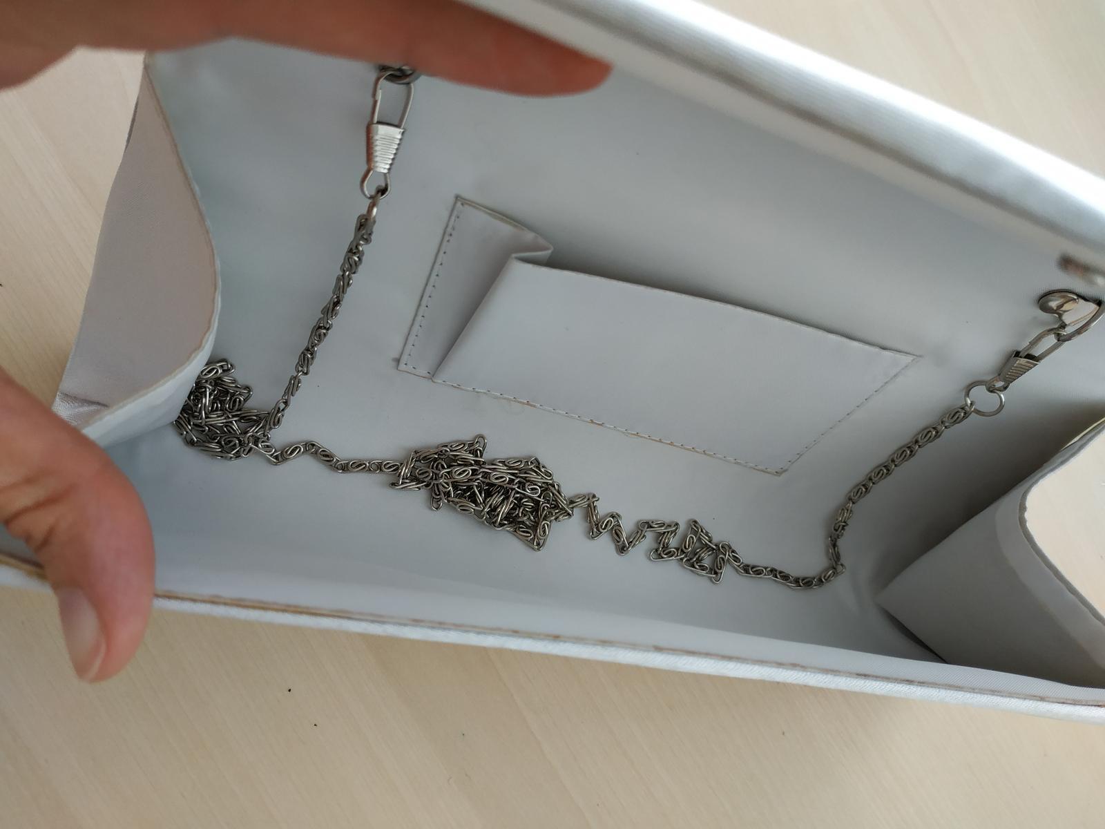 Saténová kabelka bílo/stříbrná - Obrázek č. 3