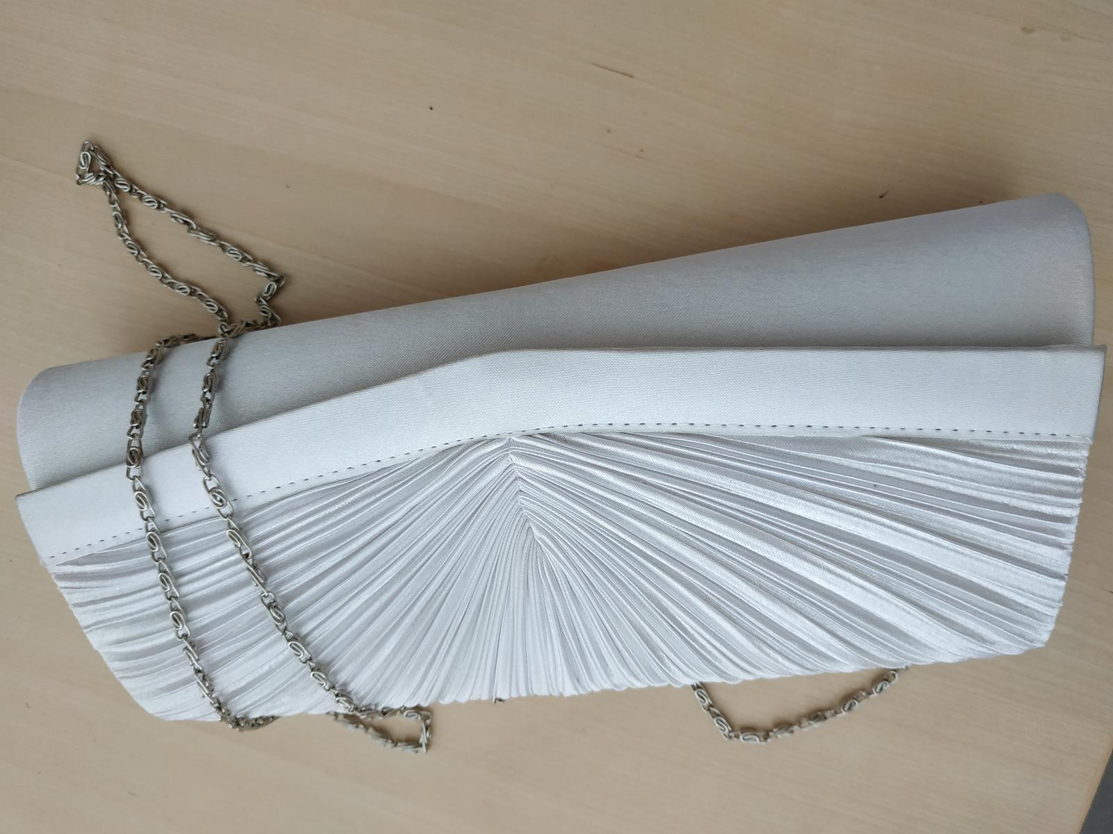 Saténová kabelka bílo/stříbrná - Obrázek č. 4