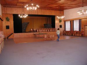 miestnosť, kde sa budeme zabávať, tancovať a hodovať
