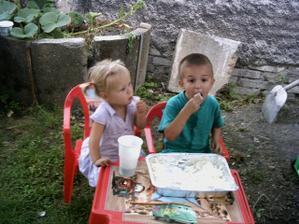 Náš starší syn Lukášek s Terezkou