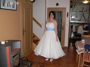 sukně a spodnice otočeny a výsledek je překvapivě ještě hezčí - tedy horní díl bude průsvitný