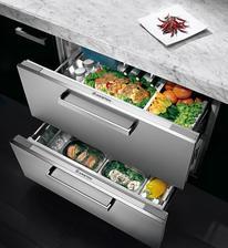šuplíková lednice je o něco menší než ta klasická, ale lépe se do ní skládá