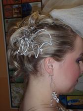 Byla sem přesvědčená, že žádnou podobnou ozdobu do vlasů nechci....ale není to špatný...možná o nějakým hřebínku nebo tak, začnu uvažovat...