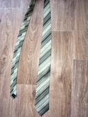 Pruhovaná zelená kravata ,
