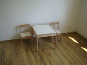 stolik pre nasu malu slecnu