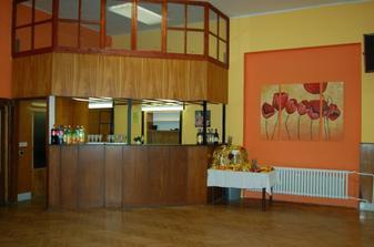 Bar a ovocný stôl
