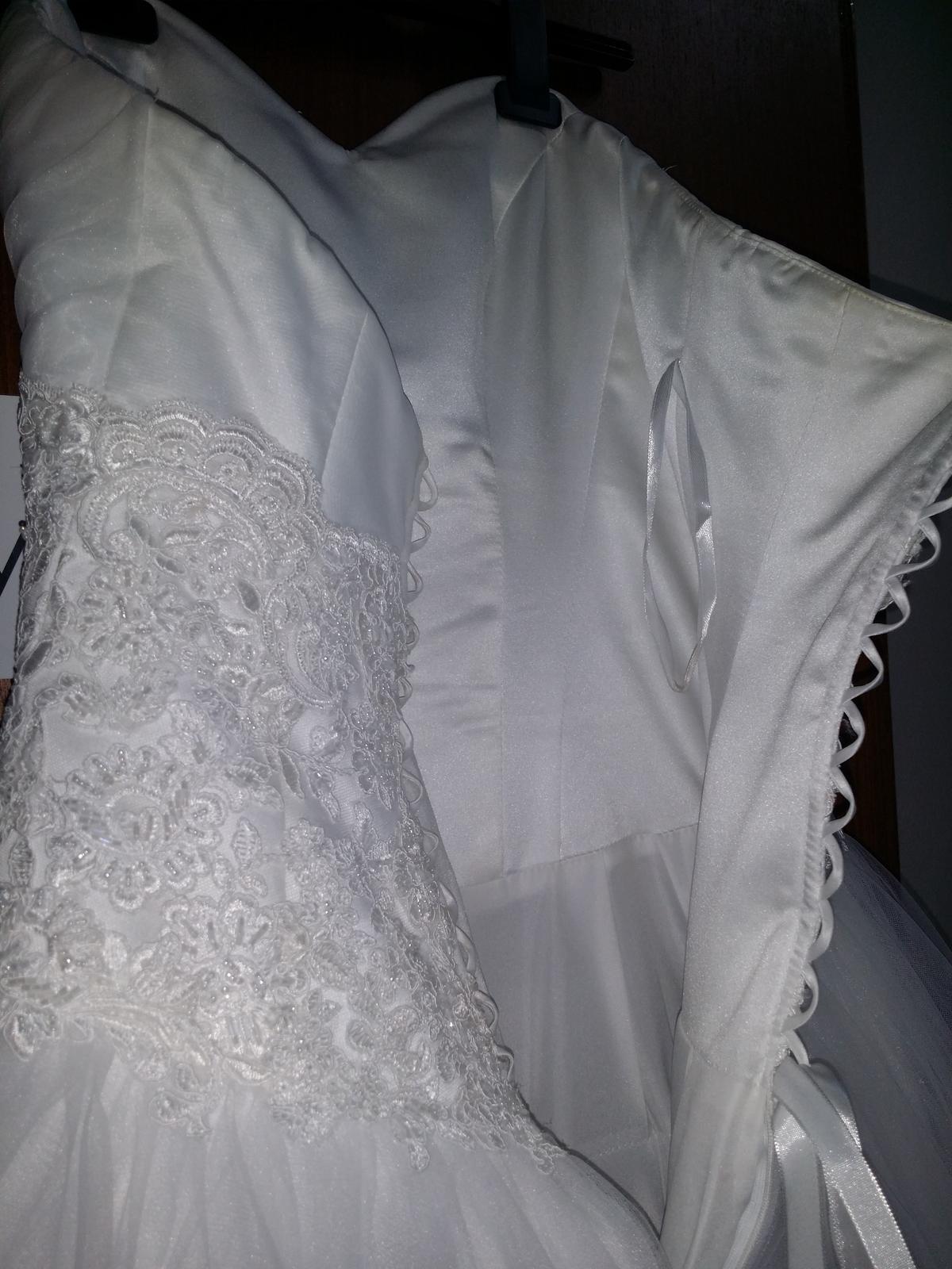 Šaty + bolerko z rovnakej čipky - Obrázok č. 3