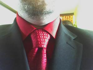 takhle vypadá ženichova košile a kravata