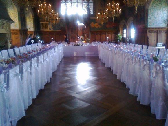 Svatební potahy na židle-zapůjčení,prodej i šití na míru - naše potahy na hradě Bouzov