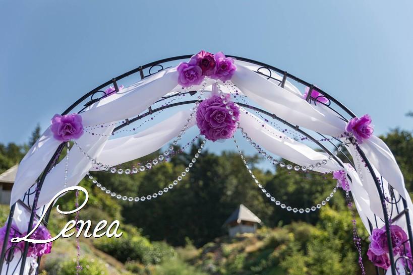 Slavobrána a květinové koule,svícny k zapůjčení - Detail svatebního oblouku- k zapůjčení