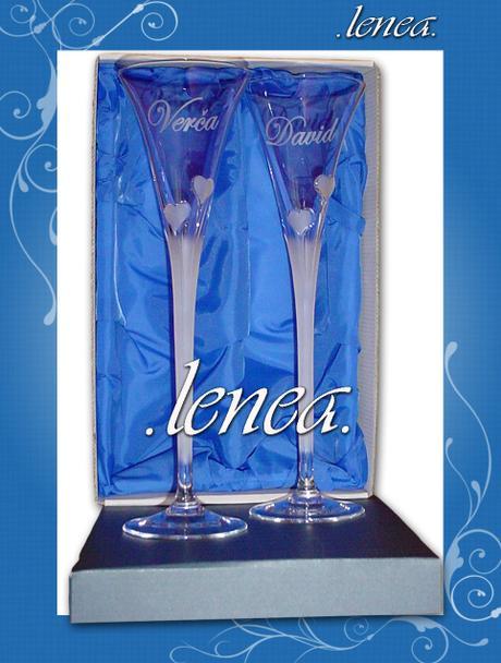 Svatební sklenice-pískovaná srdíčka plastická - Obrázek č. 1