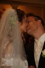 prvomanzelska pusa... nie! druhomanzelska- prva sa odohrala totiz na nasej civilnej svadbe ;-)