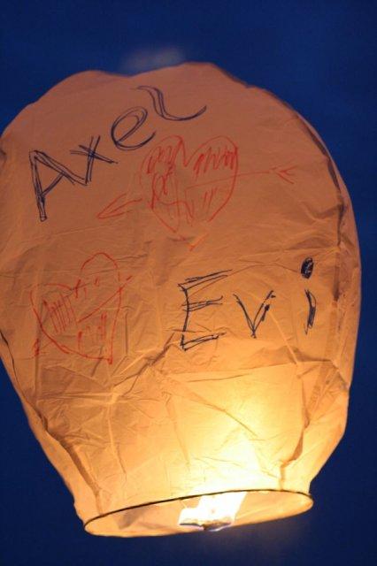 Eva Mesarosova{{_AND_}}Axel Christian Voigt - paradne prekvapenie od jedneho z pozvanych hosti- horiace balony...