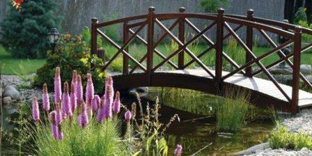 mostík ponad jazierko