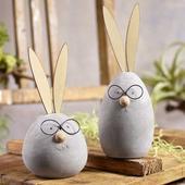 Dekoratívny betónový zajac s okuliarmi   ,