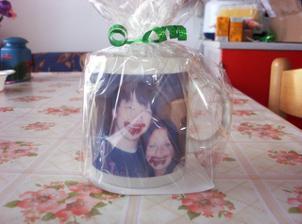 Toto je atypická keramika, naše čokoládová fotka natištěná na hrníčku