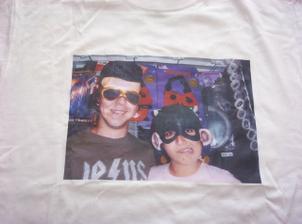 Tady máme originální módní kousek, triko s natištěnou naší fotkou