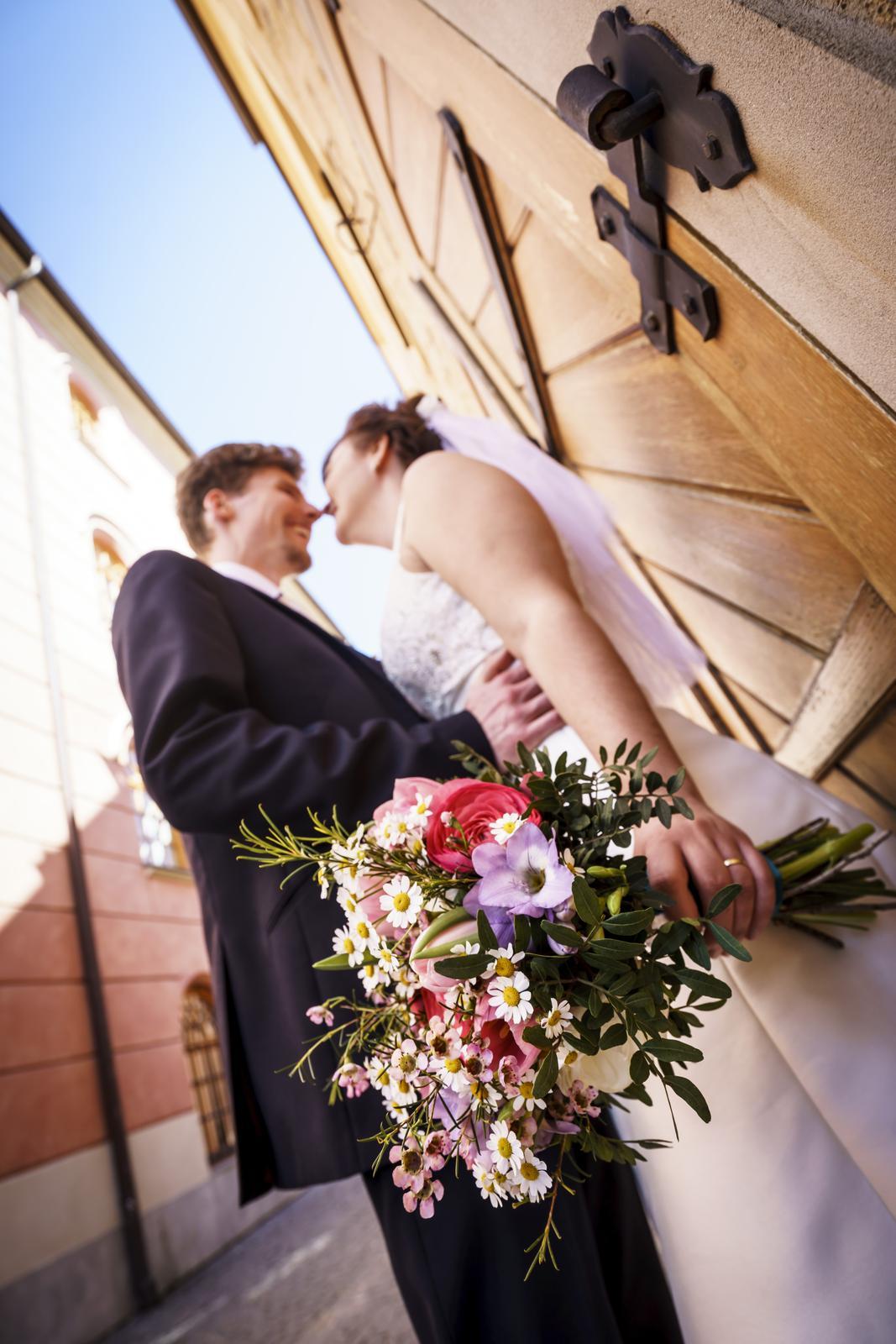 Inspirace pro jarní nevěsty z Rozkvetlé dílny - Tulipány a pryskyřníky