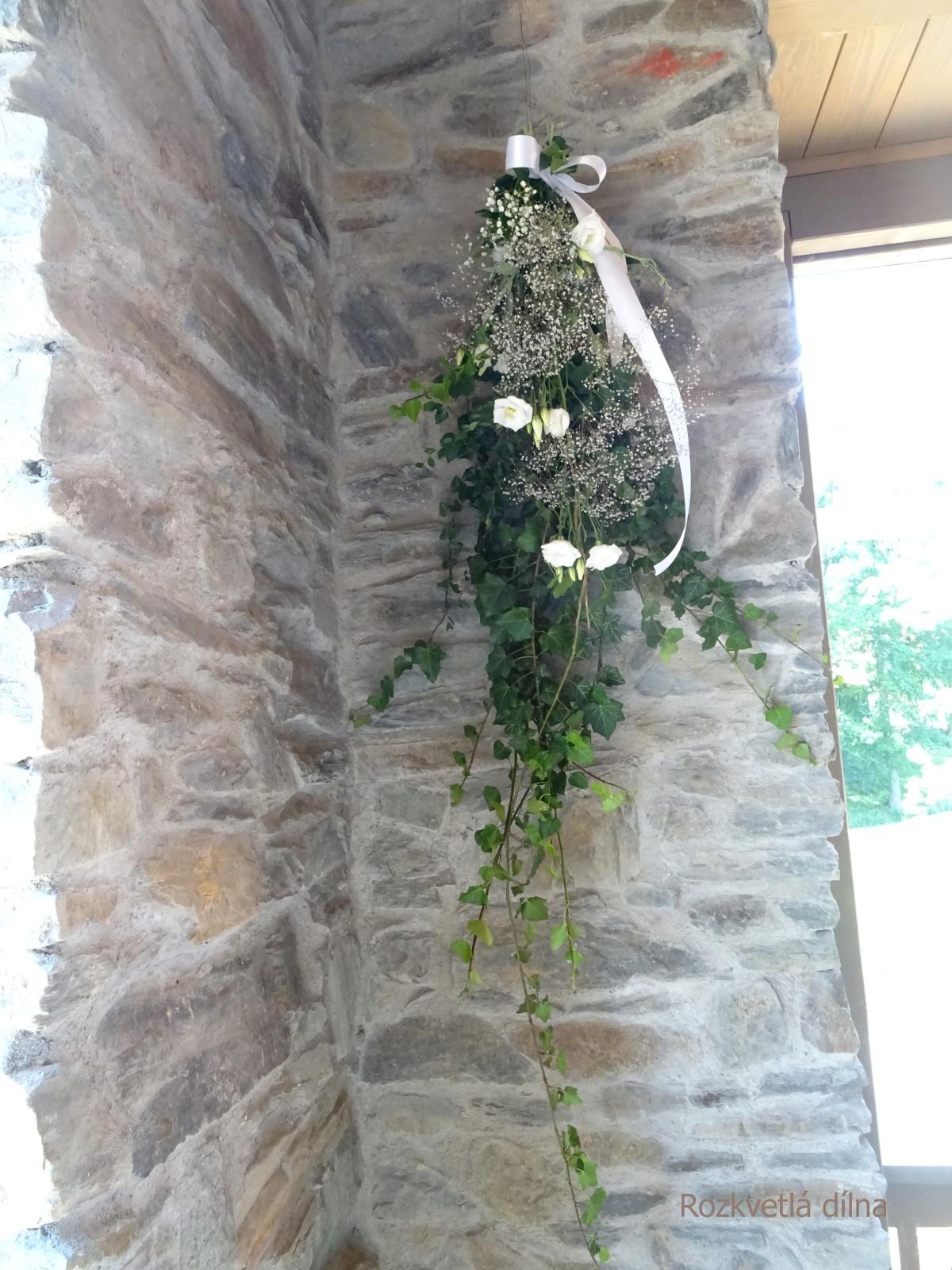 Letní svatba ve Všeticích s květinami z Rozkvetlé dílny - Obrázek č. 4