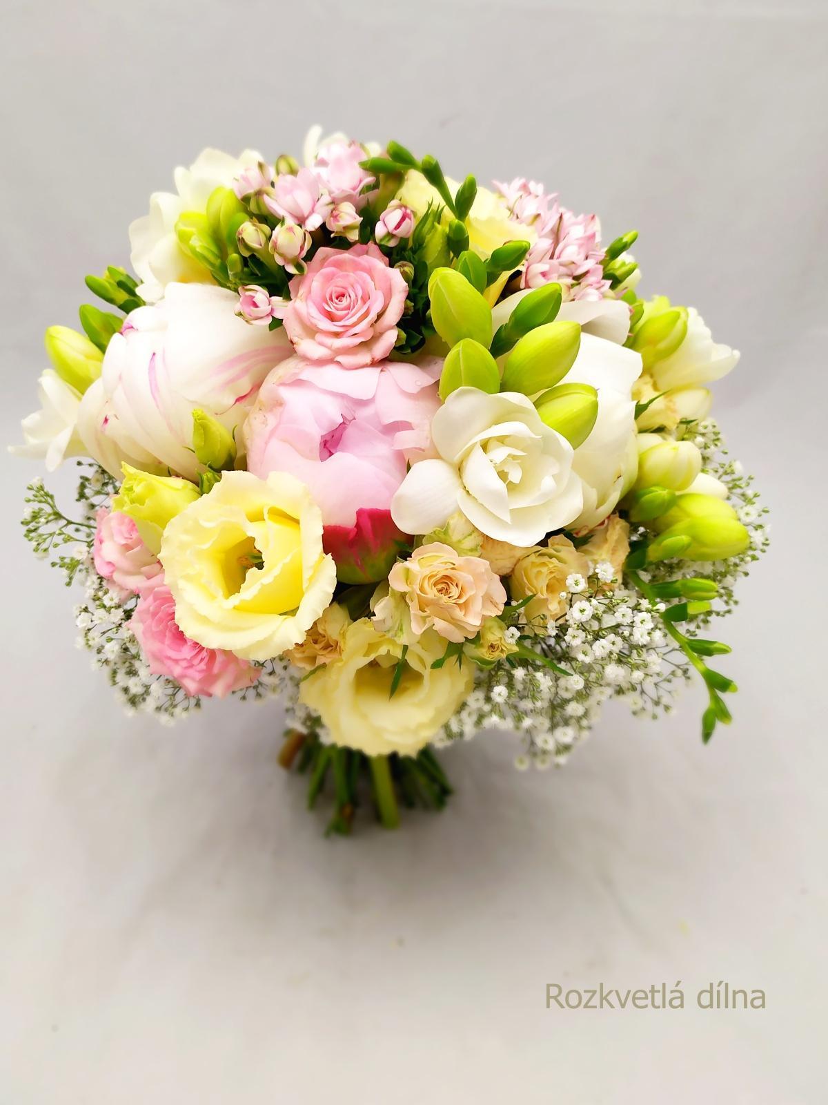 Červnové pivoňkové kytice z Rozkvetlé dílny - romantická kytice pro nevěstu