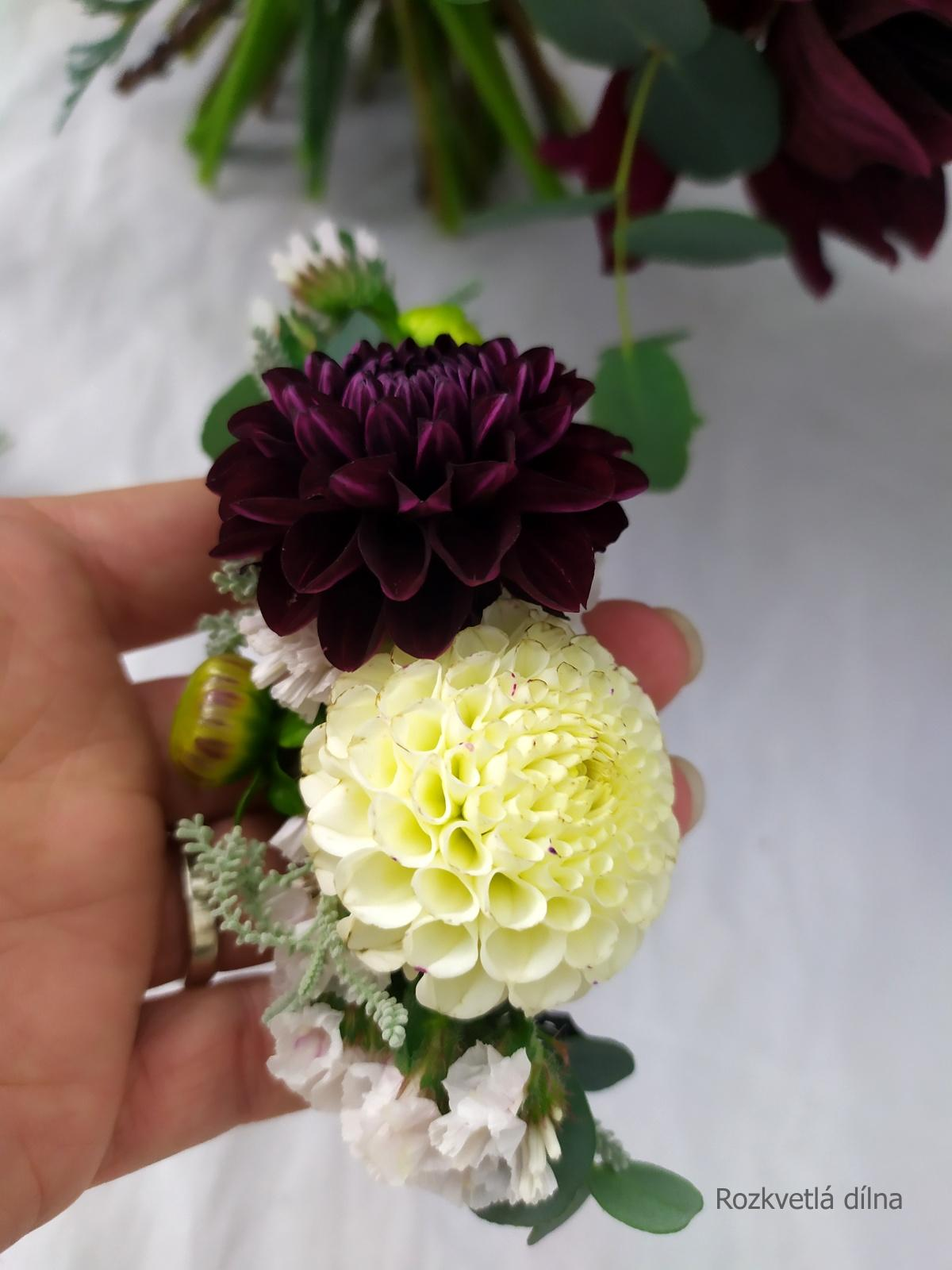 Podzimní kytice v bordó - květiny od českých farmářů - květiny do vlasů