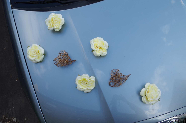 Dekorace na auto - růže a srdce - Obrázek č. 1