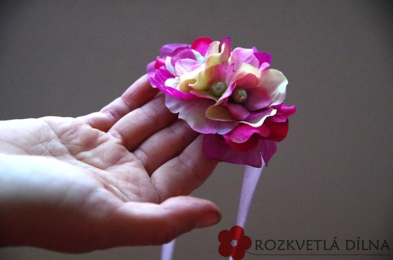 Náramek z umělých květů - Obrázek č. 1