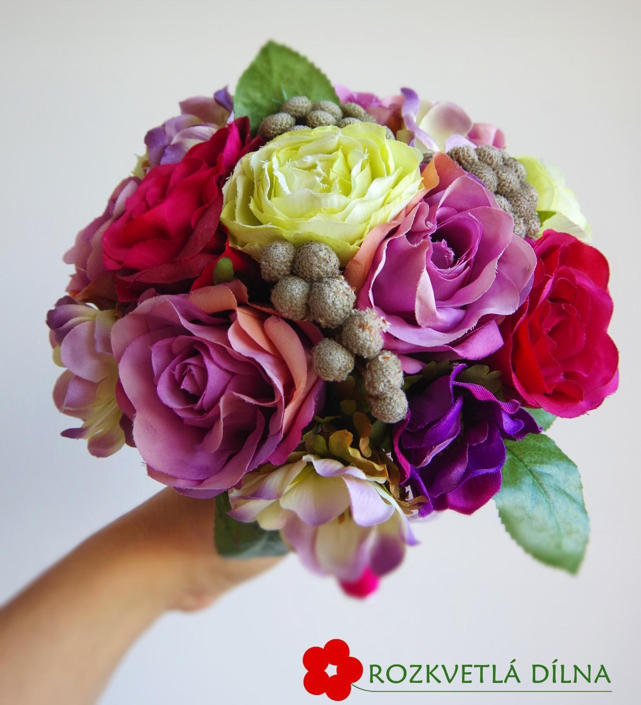 Růže, pryskyřníky a sasanky - umělá kytice - Obrázek č. 1