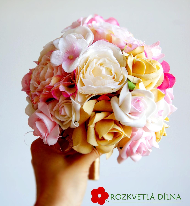 Pryskyřníky, růže - umělá kytice - Obrázek č. 1