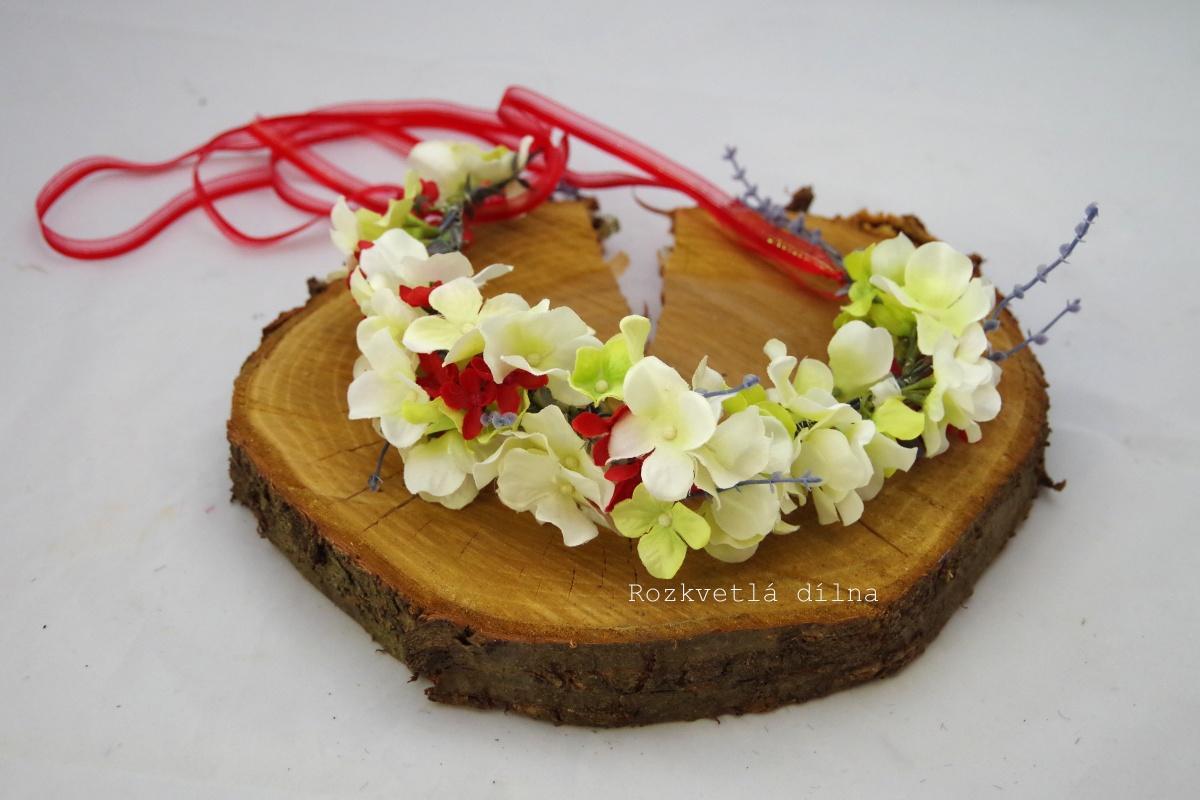 Věneček bílé květy s červenou - Obrázek č. 1
