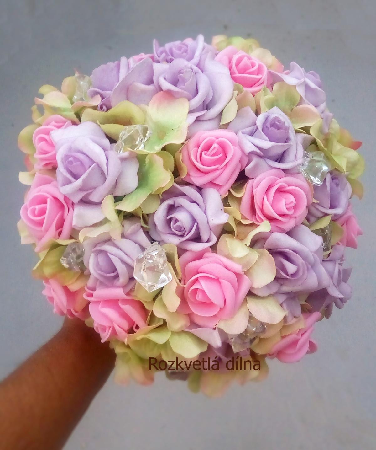 Růže a hortenzie - kytice - Obrázek č. 1