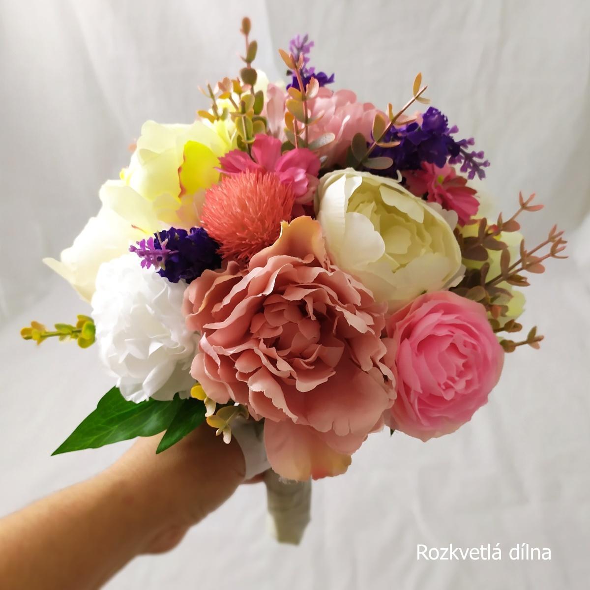 Umělá kytice z pivoněk a pryskyřníků  - Obrázek č. 2