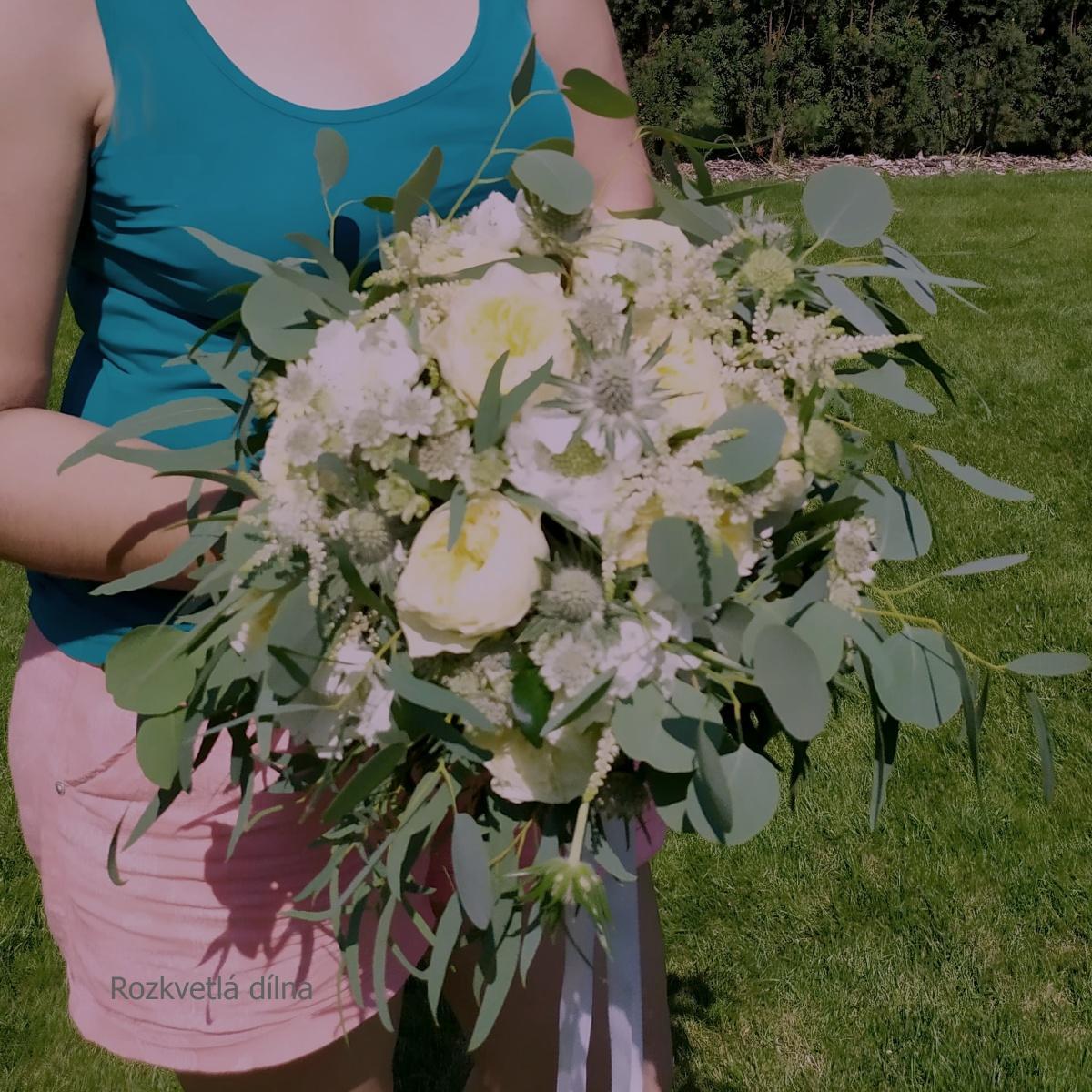 Milé nevěsty, pokud sháníte dodavatele na svatební květiny, budu ráda, když nakouknete do mé dílny. Mám ještě i nějaké volné termíny, proto neváhejte poptat ten Váš! Budu se těšit na Vaše květinové výzvy! - Obrázek č. 2