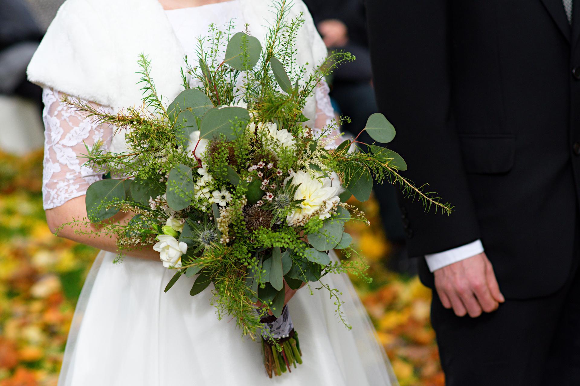 Léto se nám už stáčí k podzimu a s ním přicházejí ty krásné barevné a zemité svatby. Podzimní nevěsty, jaké máte v plánu barvy na tento podzim? Vkládám příklady z minulých let, které vznikly v mé dílně. Pokud byste potřebovaly květiny ještě na tento rok, napište, termíny ještě mám jak na podzim, tak na zimu. Otevřená je rezervace i na rok 2022. - Obrázek č. 7