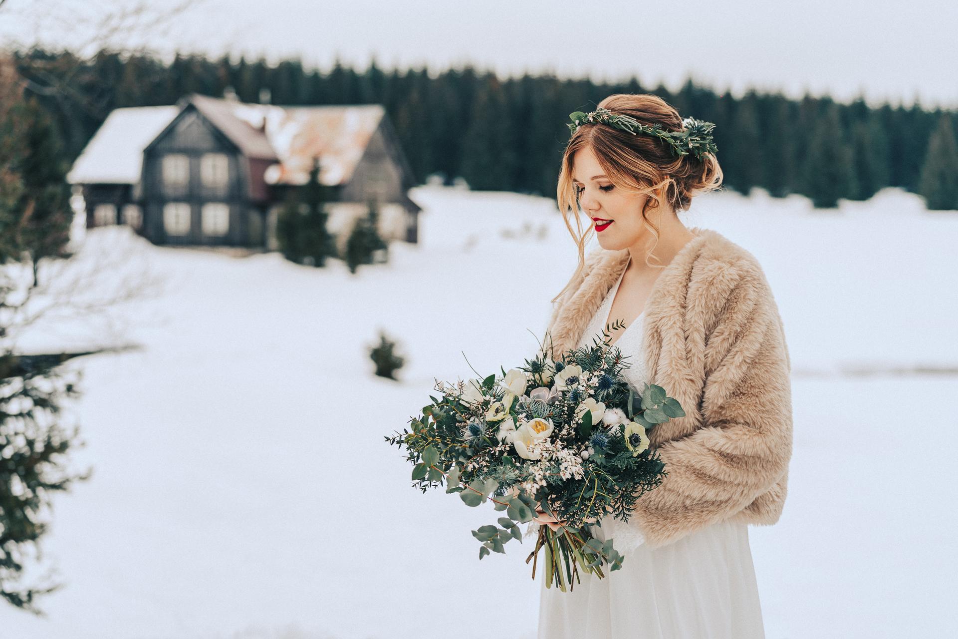Kolik tady máme nevěst, co plánují svatbu na zimu? Vkládám příklady z mých zimních květinových realizací. Mají opravdu své kouzlo a výhody pro organizaci! Pokud byste potřebovaly květiny ještě na tento rok, napište, termíny mám. Otevřená je rezervace i na rok 2022. - Obrázek č. 1