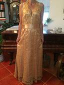Spoločenské šaty so zlatou čipkou, 40
