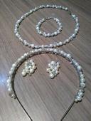 Sada šperků - čelenka, náušnice, řetízky,
