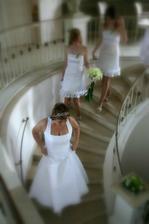 plán schovat se před obřadem svatebčanům pod schodiště úplně nevyšel - letohrádek byl zamčený.... :-))) ale nakonec nám to nevadilo