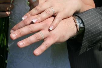 naše prstýnky - bílé a žluté zlato