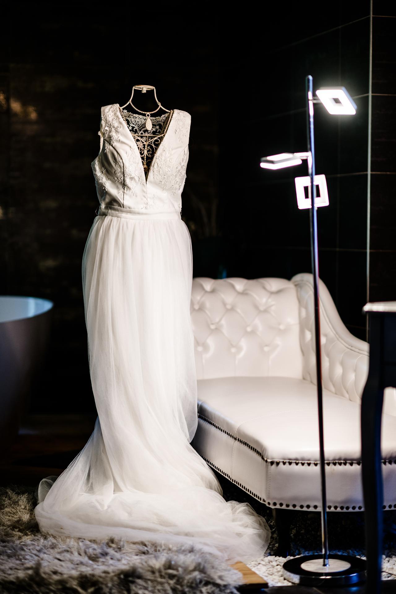 Svatební album - ŠATY vel. 38 (UK12) Chi Chi Bridal Amelia Dress Barva: ivory pásek - zakoupen dodatečně, do svatby jsem trochu zhubla.-))