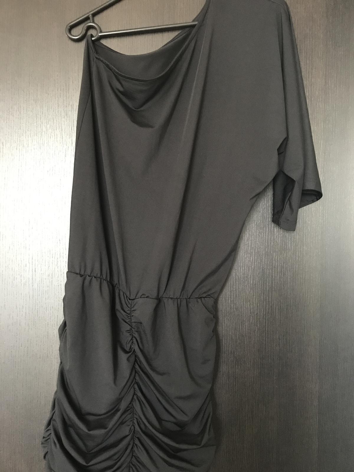 Šaty s jedným rukávom - Obrázok č. 1