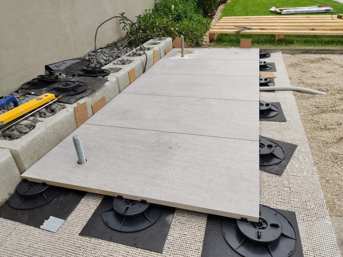 Altanok - svojpomocne - do strku 4 - 8 som zamiesal aj suchy beton + navrch som dal aj sietku