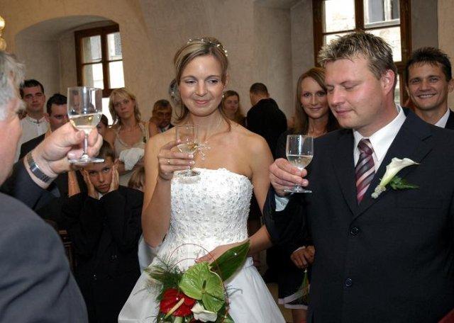 Magdalena Zamrazilová{{_AND_}}Jaroslav Bednář - ... a už manželé, připíjíme na nás :o)