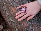 rozverný růžový prstýnek,