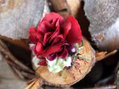 gumička s rudou růží,